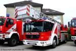 dkl-23-12/134173/diese-dlk-2312-du-fw-3337 Diese DLK 23/12 (DU FW 3337) auf MB Econic habe ich beim Tag der Offenen Tür der Feuerwehr Duisburg Huckingen am 15.5.2010 aufgenommen.