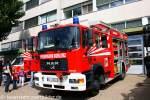 hlf-20-16/160750/hlf-der-feuerwehr-koblenz-mit-schmitz HLF der Feuerwehr Koblenz mit Schmitz Aufbau. Aufgenommen beim Tag der Offenen Tür der Fw Koblenz, 28.8.2011.
